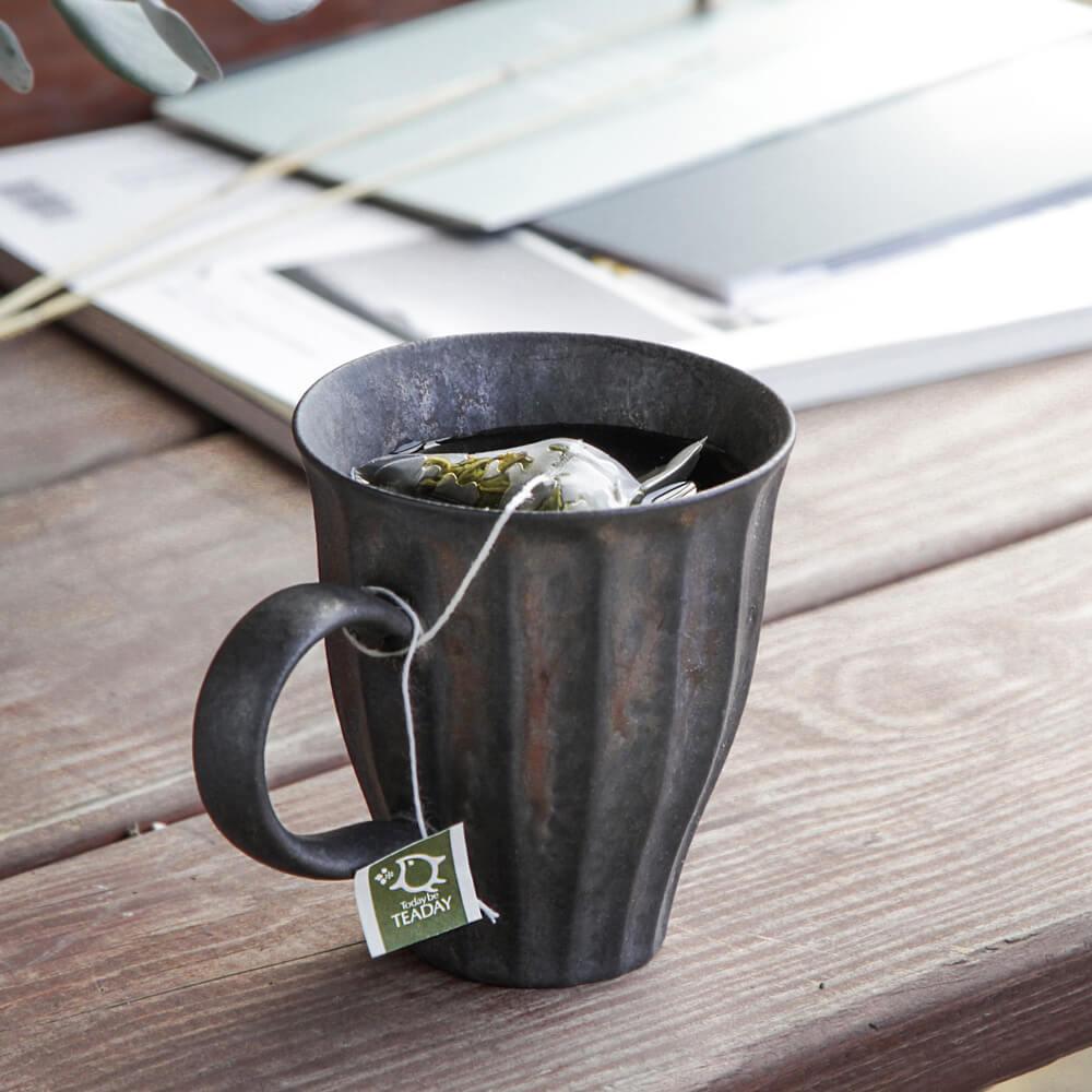 宜龍|黑鐵釉花瓣馬克杯(230ml)