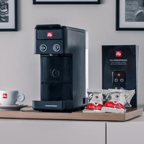 illy Y3.2 膠囊咖啡機(黑)