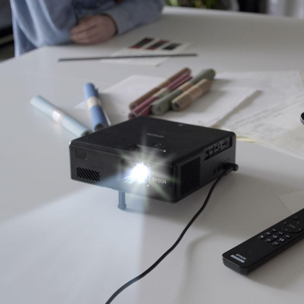 EPSON|全球最小的3LCD 雷射投影機(EF-11)