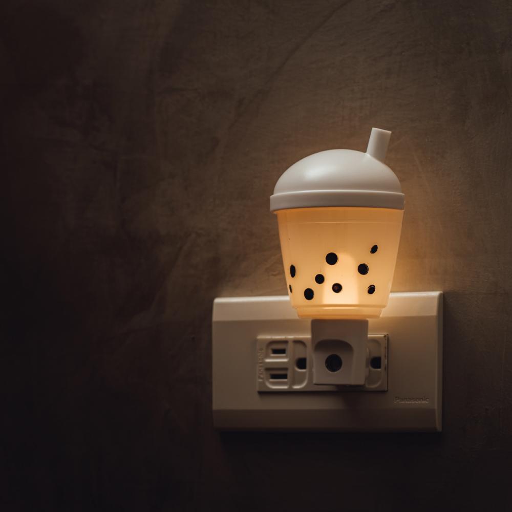 swee 插座式小夜燈-珍奶手動款