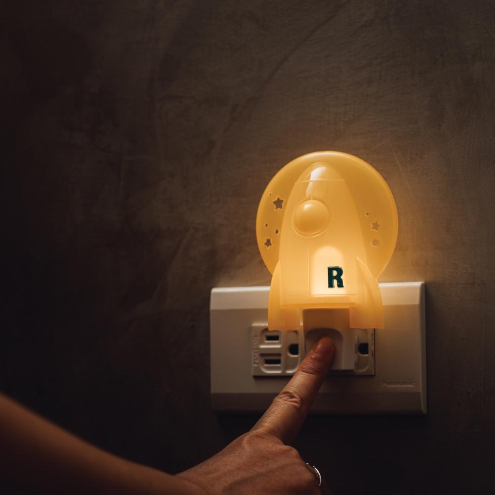 swee 插座式小夜燈-火箭手動款