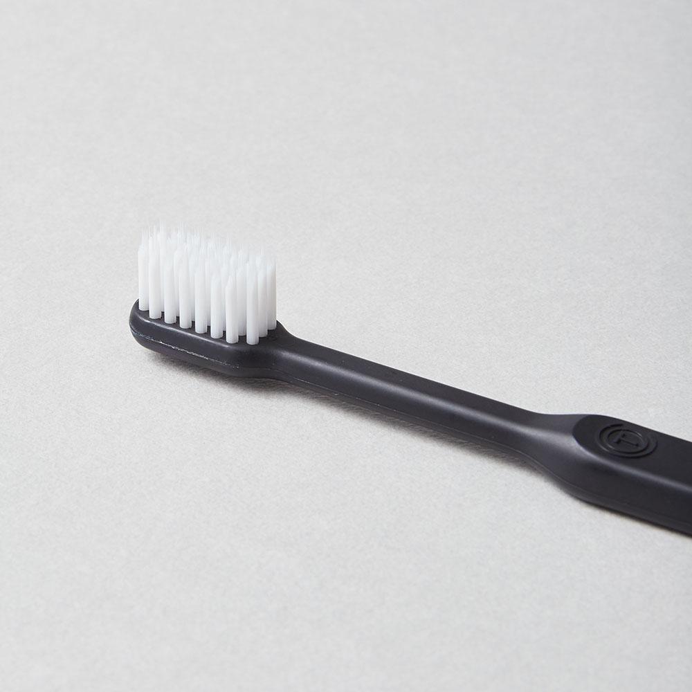 O'PRECARE|淨齒專家雙層柔纖刷毛牙刷 黑色(附保潔透明蓋)