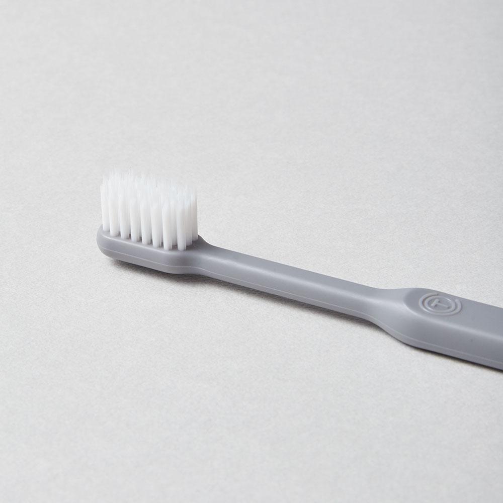 O'PRECARE|淨齒專家雙層柔纖刷毛牙刷 灰色((附保潔透明蓋)