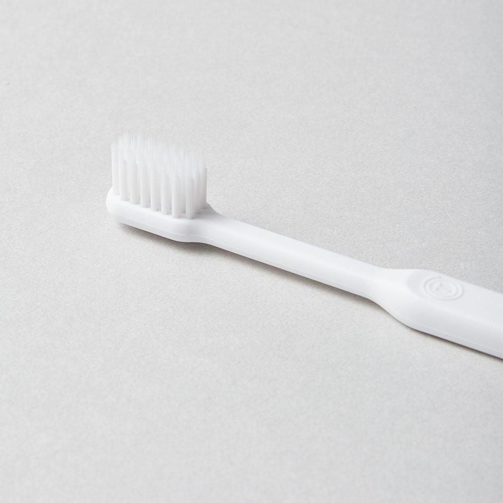 O'PRECARE|淨齒專家雙層柔纖刷毛牙刷 白色(附保潔透明蓋)