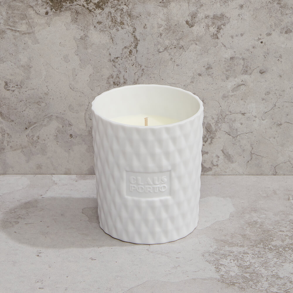 CLAUS PORTO 菱紋白瓷香氛蠟燭 紅底鞋女神(雪松一品紅)