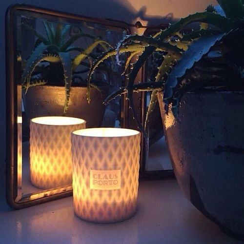 CLAUS PORTO|菱紋白瓷香氛蠟燭 紅底鞋女神(雪松一品紅)
