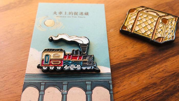 大寬文化|《火車上的捉迷藏》金屬烤漆磁鐵(行李箱)