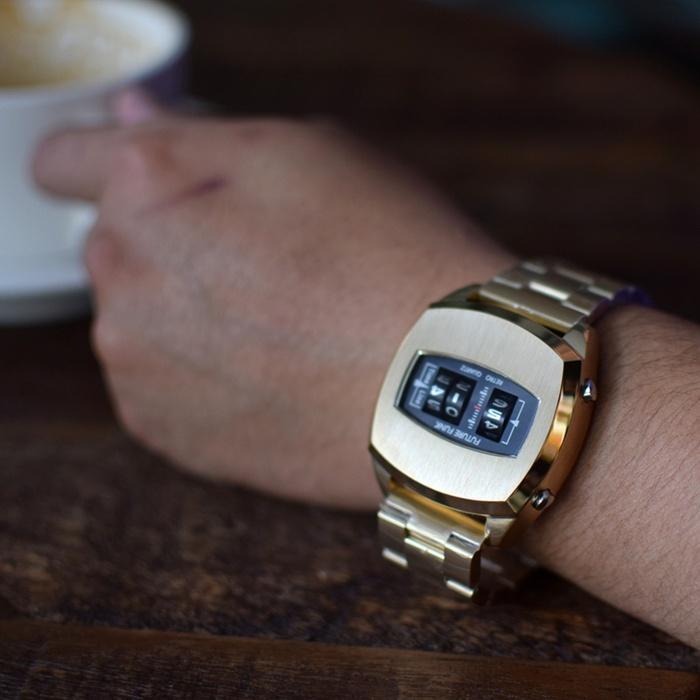 Future Funk | 榮耀同在-帝王金,金屬錶帶,限量機皇,日本直立迴轉石英錶