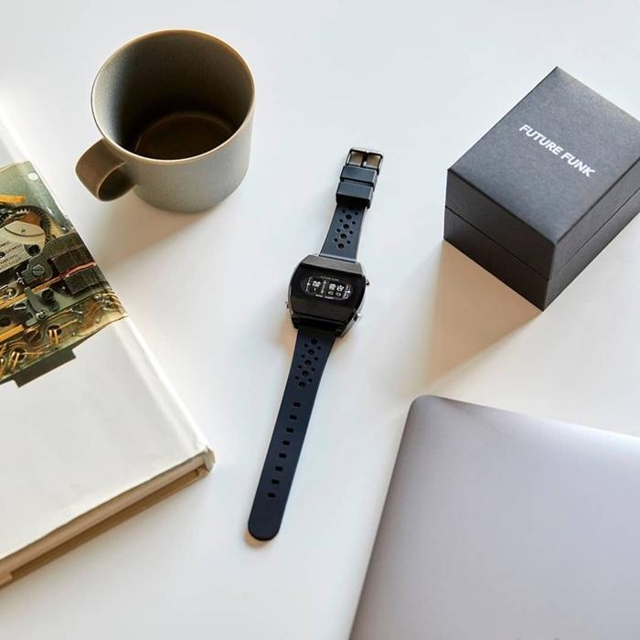 Future Funk|閃亮日子,磐石黑,日本直立迴轉石英錶,運動橡膠錶帶