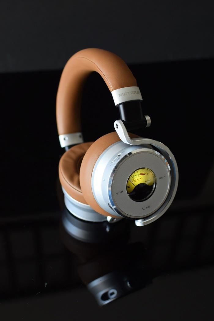 Meters | 發光VU表藍牙耳機 麥穗棕