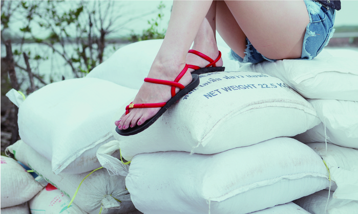 blackOut|訂製細帶涼鞋-黑底+巧克力鞋帶