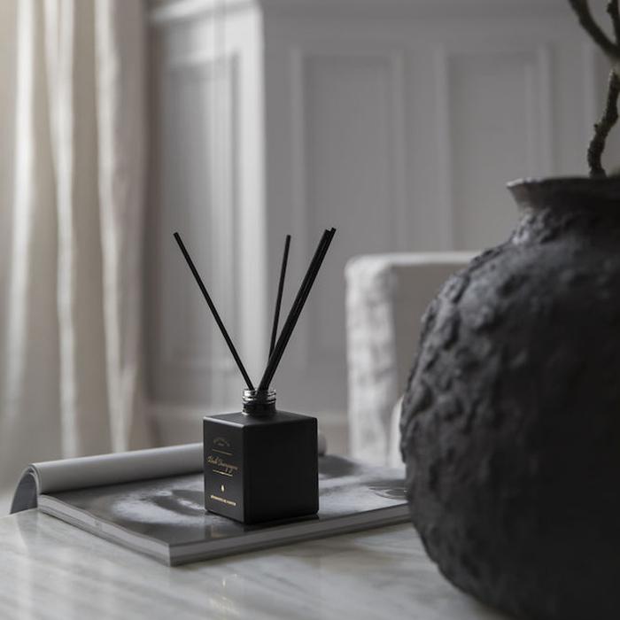 (複製)VICTORIAN Waitery pear & Blossoms 圓盒香氛蠟燭