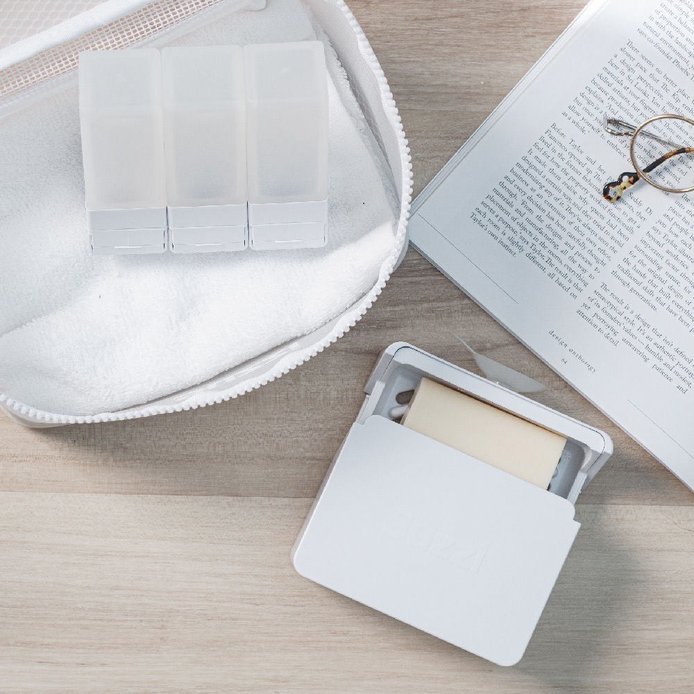 Suzzi|旅行沐浴禮盒組(皂盒*1個+M號分裝瓶*3支)-希臘白