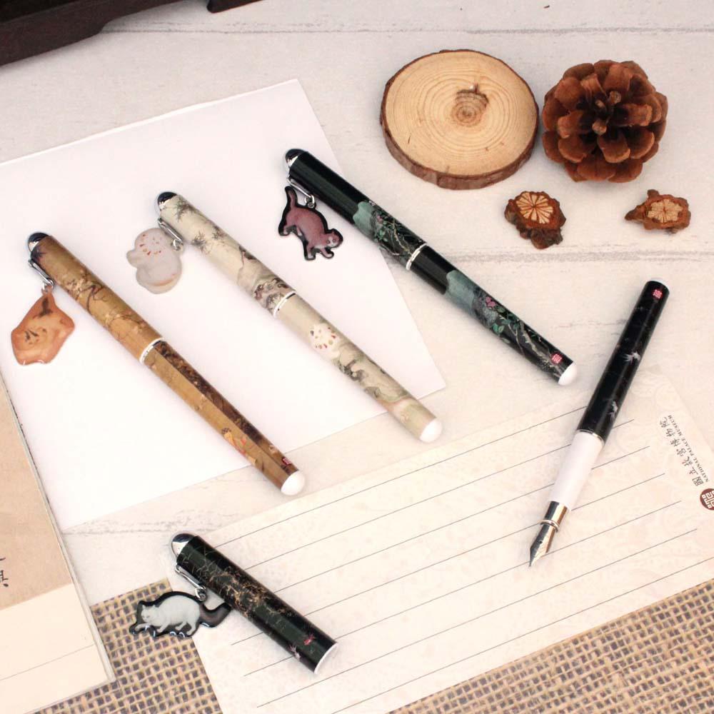 故宮精品   水仙貍奴掛飾鋼筆
