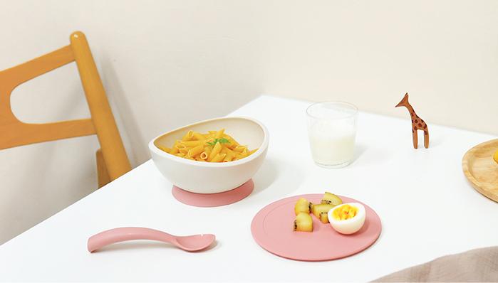FLYTTA | (預購)FADI 轉轉碗 - 吸盤式學習餐碗組合 (杏桃奶油粉)
