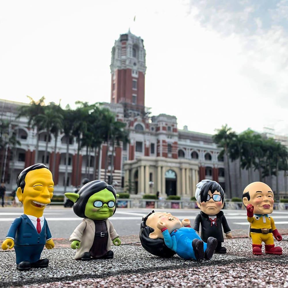 TOO CHEAP ART|臺灣熱 Taiwan Hot 選舉公仔 - 發財超人(含配件)